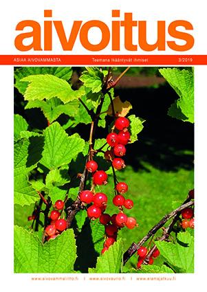 Punaisia ja oransseja punaherukoita marjapensaassa, jonka lehdet ovat jo alkaneet kellastua.